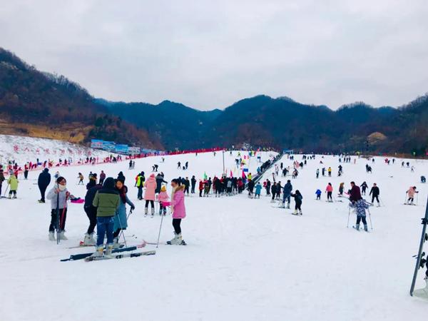 冬季也要放肆玩,猿人山滑雪场喊你来滑雪了!