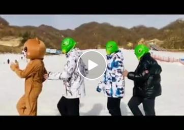 视频:猿人山滑雪场网红打卡胜地 网红小熊&鱼头怪