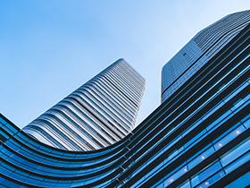 喜报:南阳120米地标性建筑万家园大厦喜封金顶!